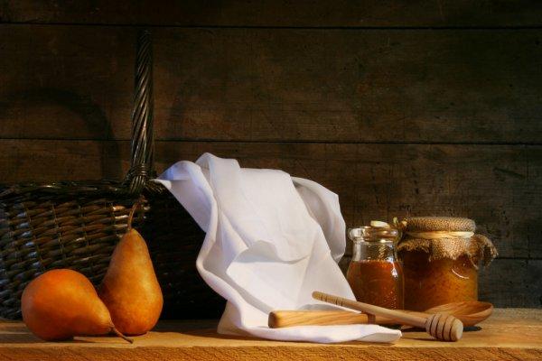 Salata od krušaka i šljiva s medom