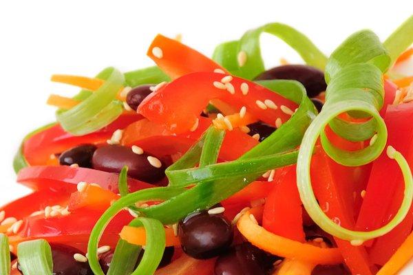 Turska salata s grahom i sezamom