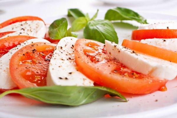 rajčica i mozzarella
