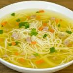 Goveđa juha sa graškom, mrkvom i repom