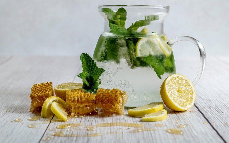 limun-med-i-voda