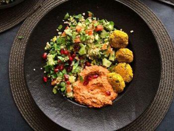 tabboleh muhammra i falafeli