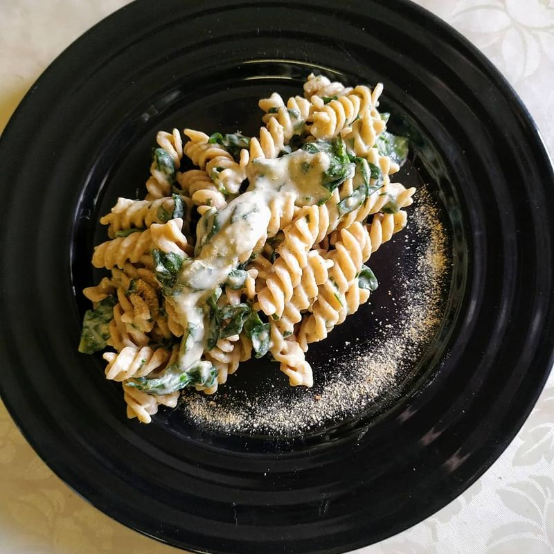 tjestenina sa spinatom i alfredo umakom