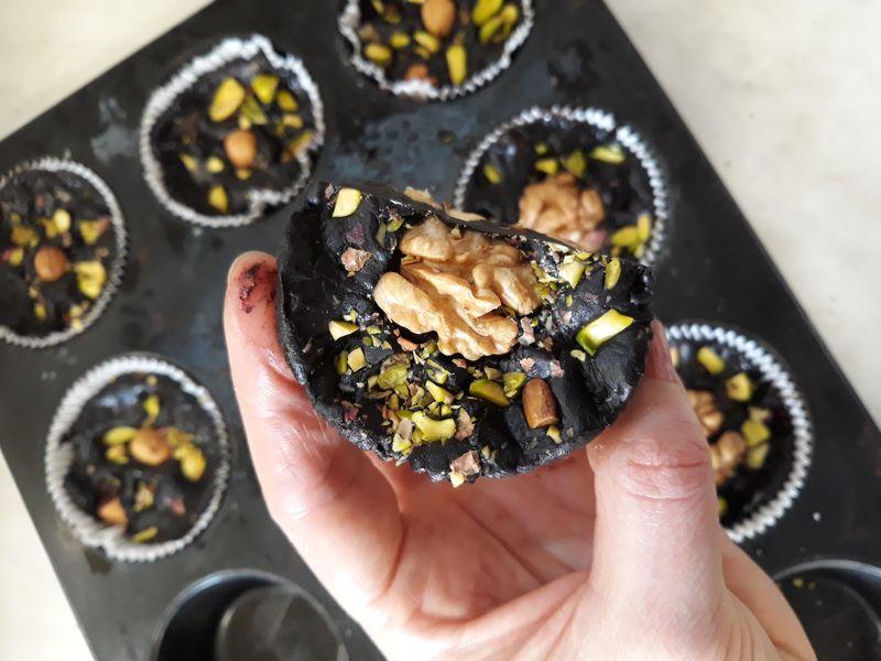 zdrava domaća čokolada u muffin košaricama