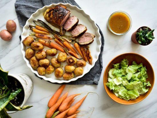 pečena pačja prsa s baby mrkvom i salatom