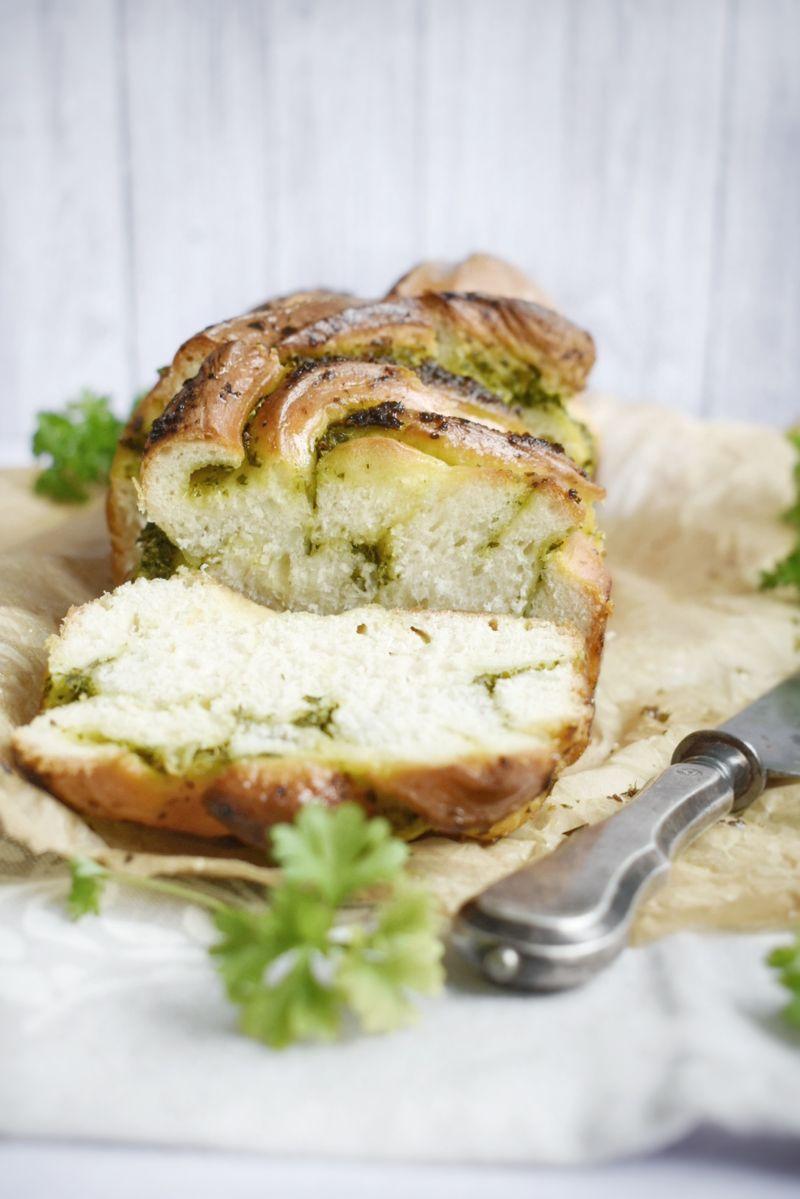 Mliječni kruh s peršinom i češnjakom