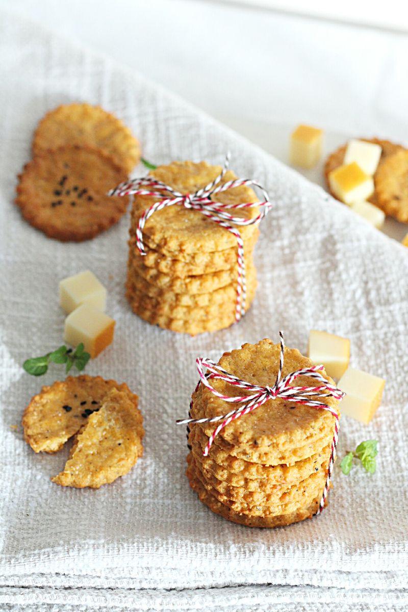 Krekeri sa dimljenim sirom